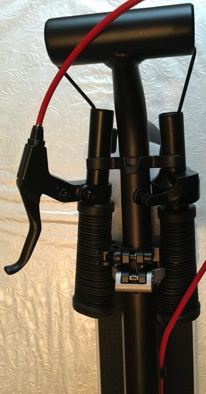 the Handlebar Folding Clips On The Oxelo Town 9 EF Are Very Sturdy